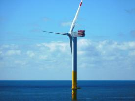 The first wind energy plant of the offshore wind farm Nordergründe has been installed. (Photo: wpd)