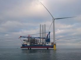 Sea Challenger and her crew, together with Statoil and Siemens installed the first turbine on Dudgeon OWF. (Photo:Byron Price/Rix Leopard)