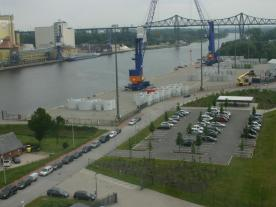 The quay at the heavy load port in Rendsburg is extremely sturdy. It can support loads of up to 90 t / m². (Photo: Jörn Iken)