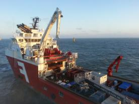 ITW has grouted foundations for Amrumbank with Far Sapphire, a DP2 grouting vessel equipped with an Ampelmann system. (Photo: ITW)