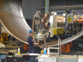 At Sif, half-shells are longitudinally welded to produce shell sections of a maximum weight of 70 tonnes (photo: Dillinger)
