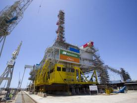 The two-part transformer platform for the offshore wind farm Wikinger is on its way. (Photo: Iberdrola)